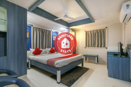 . Vaccinated Staff - CAPITAL O 3993 Hotel Churuwala Inn