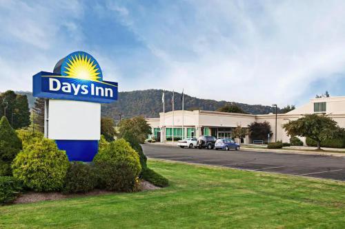 Days Inn by Wyndham Warren - Hotel
