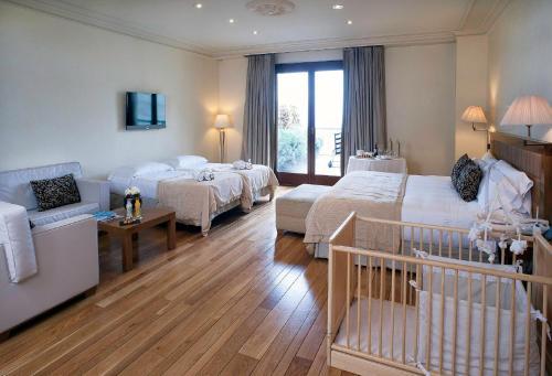 Family Room (2 Adults + 2 Children) Gran Hotel La Florida G.L Monumento 13