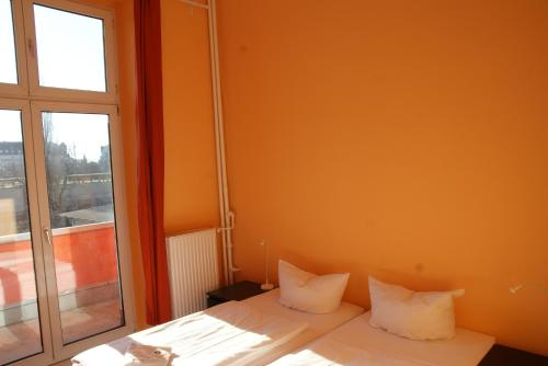 Happy go Lucky Hotel + Hostel photo 2