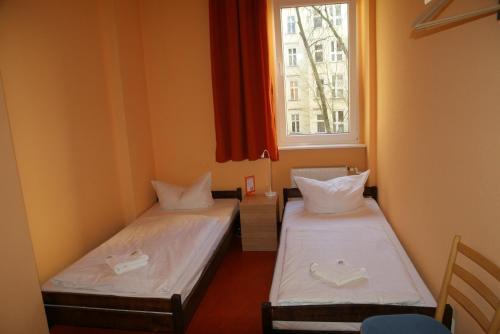 Happy go Lucky Hotel + Hostel photo 3