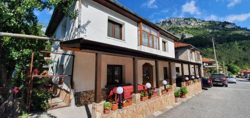 Къща за гости Виктория - Apartment - Trigrad