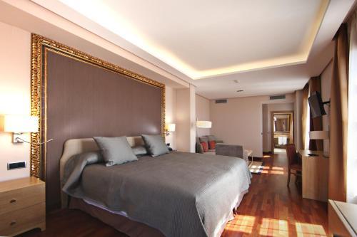 Habitación Deluxe con cama extragrande Casa Consistorial 18