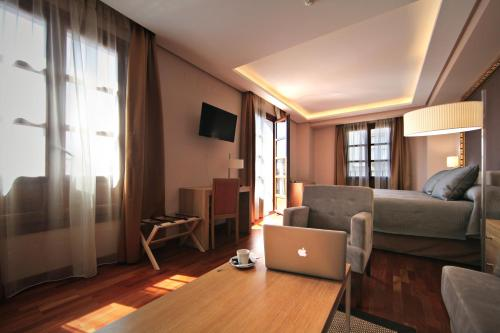 Habitación Deluxe con cama extragrande Casa Consistorial 12