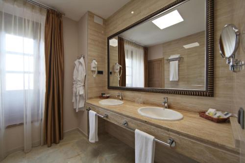 Habitación Deluxe con cama extragrande Casa Consistorial 19