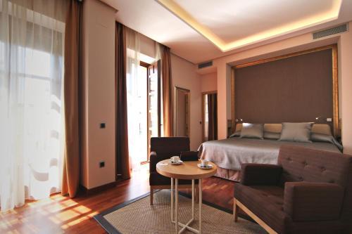 Habitación Deluxe con cama extragrande Casa Consistorial 20