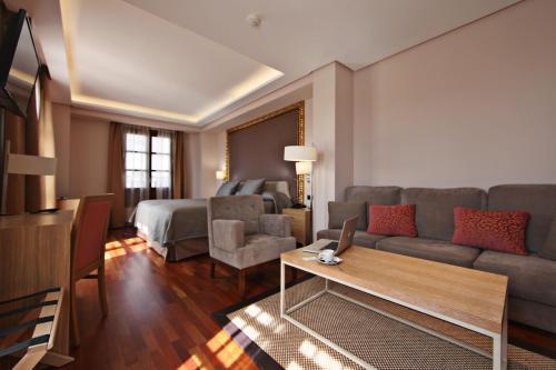 Habitación Deluxe con cama extragrande Casa Consistorial 22