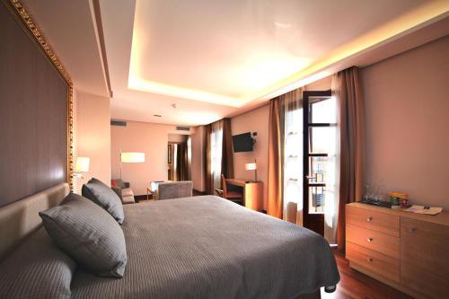 Habitación Deluxe con cama extragrande Casa Consistorial 23