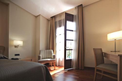 Double or Twin Room Casa Consistorial 6