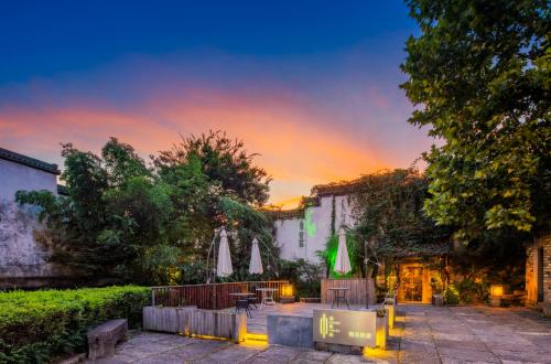 . Huangshan Seeing Inside Boutique Hotel