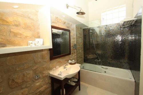 Superior Double Room Hotel del Sitjar 33