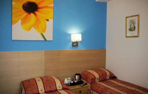 The Grapevine Hotel picture 1 of 23