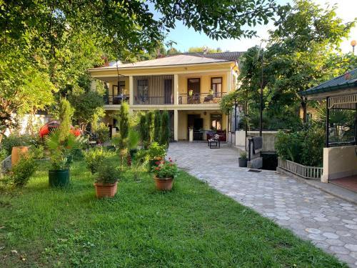 Nargiz's Guest House - Accommodation - Batumi