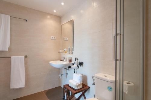 Pelayo Deluxe Apartments photo 19