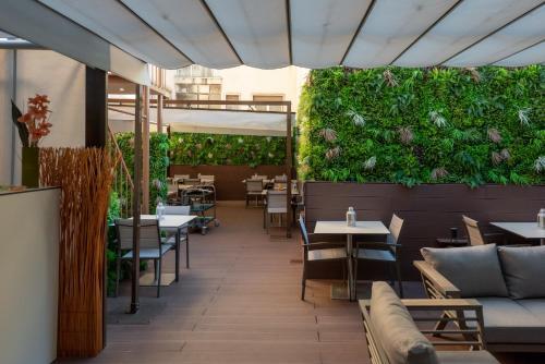 . Dinya Lisbon Hotel & Lounge Bar