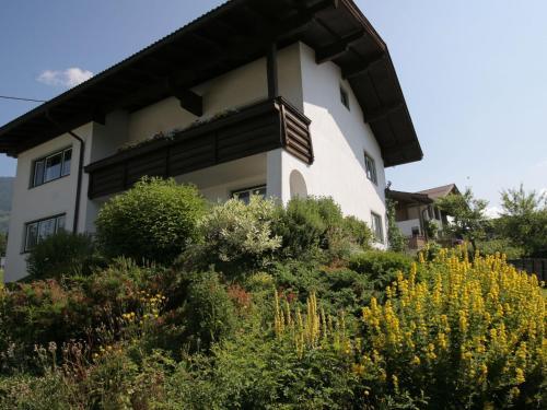 Comfy apartment in Fieberbrunn with mountain views Fieberbrunn