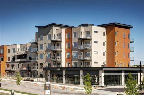 Beautiful and cozy 2 bedroom and 2 bathrooms in Shawnee Sloppes - Apartment - Calgary