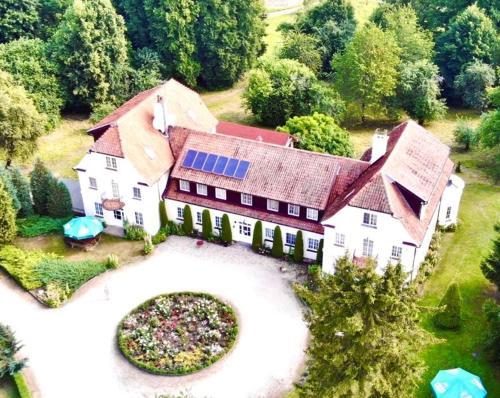 . Pałac Wojciechy