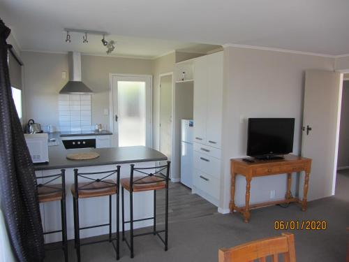 Modern relaxing unit walk to airport and beach - Hotel - Paraparaumu