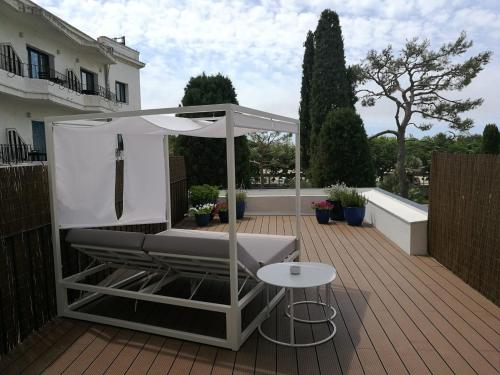 Habitación Superior con terraza y vistas al jardín - 2 camas individuales - Uso individual Hotel Trias 8