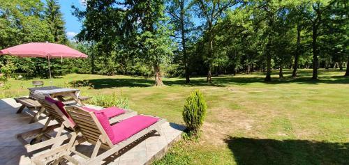 Maison de 2 chambres a Saint Saud Lacoussiere avec magnifique vue sur le lac piscine partagee jardin clos - Location saisonnière - Saint-Saud-Lacoussière