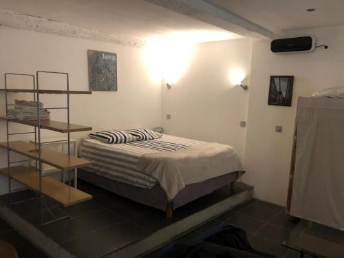 Studio centre ville proche gare avec cour privée - Location saisonnière - Carcassonne