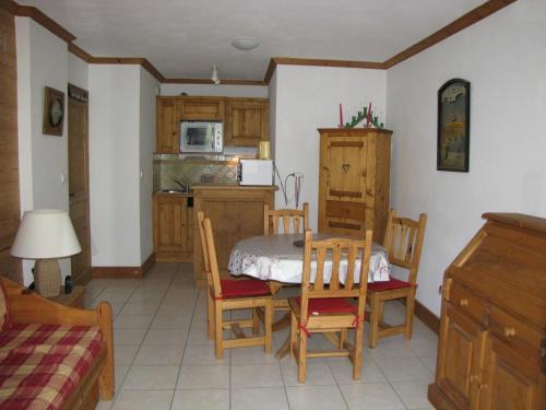 Appartement Bozel, 2 pièces, 4 personnes - FR-1-464-125 - Apartment - Bozel
