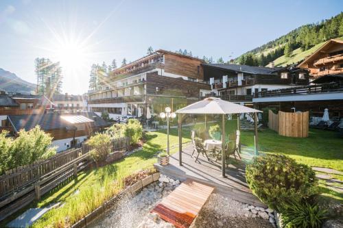 Alpenwellnesshotel St. Veit - Hotel - Sexten / Sesto