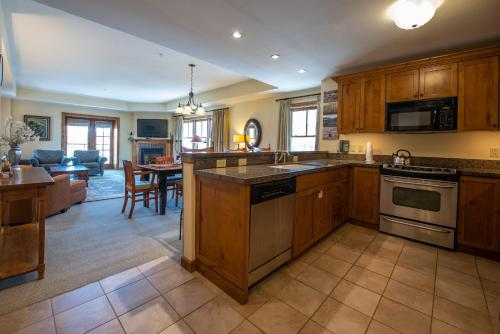 Two Bedroom Condo with Balcony over Mountaineer Square - Just Steps from the Slopes! condo - Apartment - Crested Butte