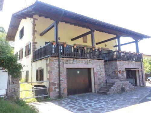 . Casa Rural Larraldea