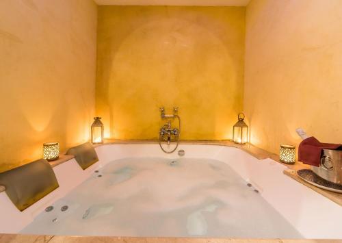 Queen Suite with Spa Bath Alcoba del Rey de Sevilla 11