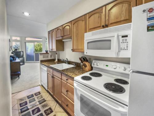 208 Village Gate condo - Apartment - Warren