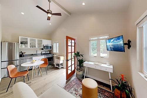 New-Build Cottage with Patio - Walk to Dining cottage - image 3
