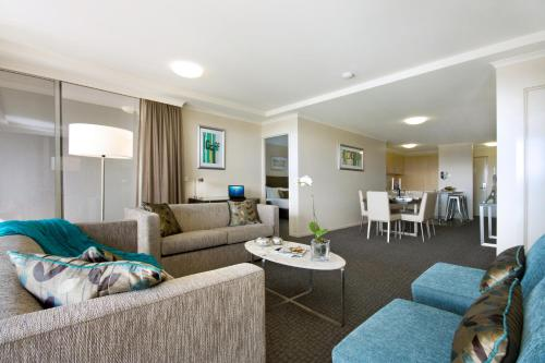 . Pacific Suites Canberra