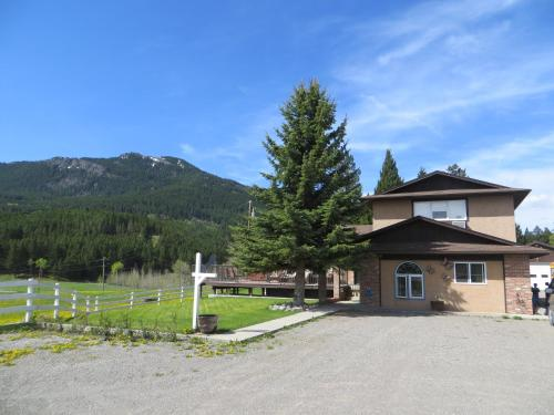 Burmis Bed and Bales - Accommodation - Bellevue