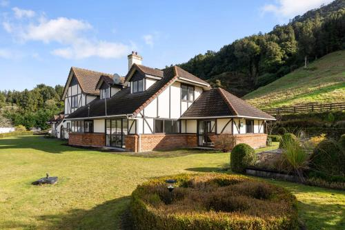 Westminster Mountain View Manor-Up to 25 guests - Accommodation - Rotorua