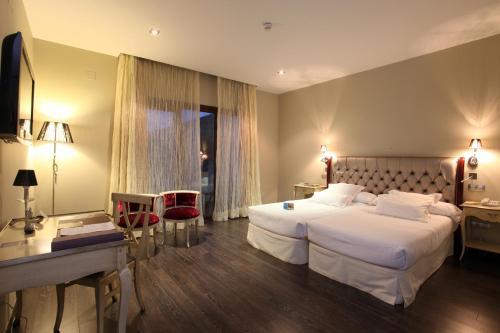 Triple Room Villa Nazules Hípica Spa 14