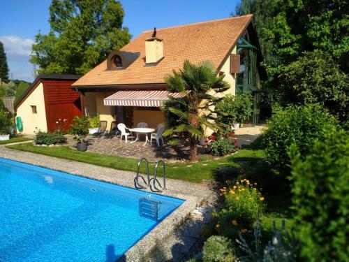 Guest House La Sereine - Hotel - Romanel