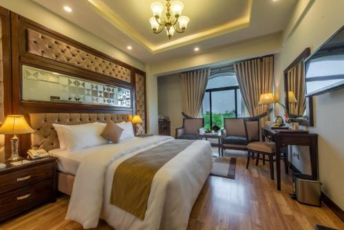 . Envoy Continental Hotel