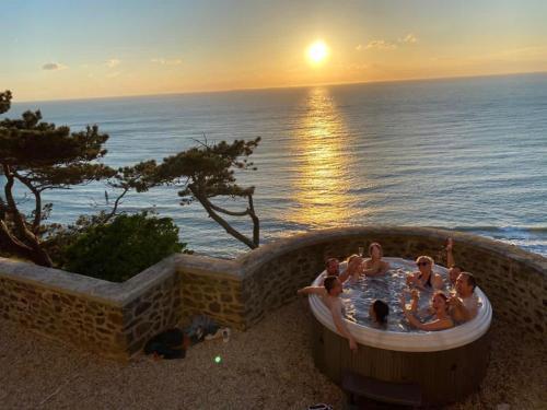 Les roches Grises, Luxueuse villa face mer, 4étoiles, SPA et jardin panoramique, société La Clef Decamp - Location saisonnière - Granville