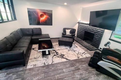 Luxury suite in a futuristic smart-home - image 5