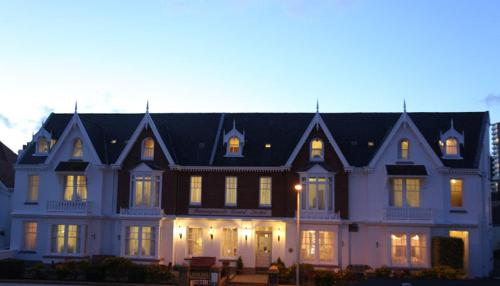 Runnymede Court Hotel - Photo 3 of 23