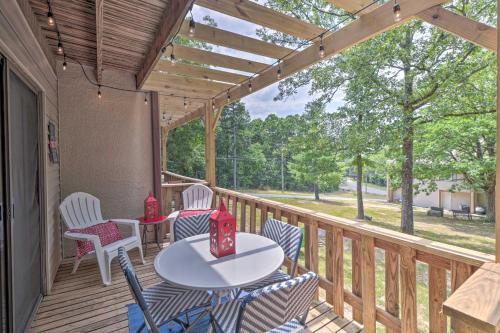 Updated Condo with Pool Access Less Than 4 Mi to Lake! - Apartment - Fairfield Bay