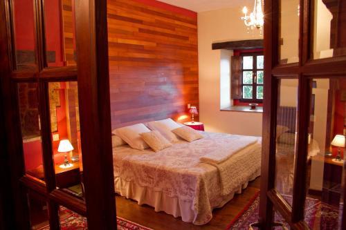 Superior King Room Casona de San Pantaleón de Aras 13