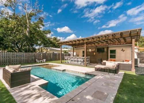 Spectacular Pool Home with Stocked Outdoor Kitchen - image 5