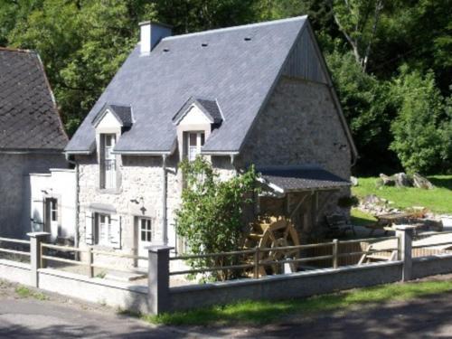 Gîte Chambon-sur-Lac, 3 pièces, 6 personnes - FR-1-630-132 - Chambon-sur-Lac