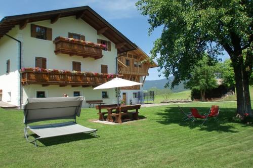 A-HOTEL.com - Kachlerhof, soggiorno in fattoria, Castelrotto ...