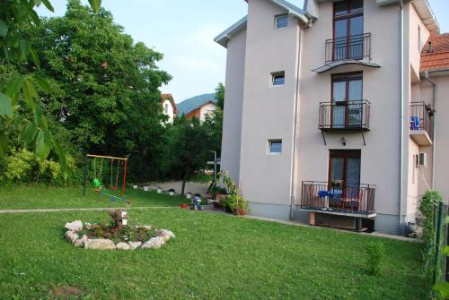 Apartments Hadzi