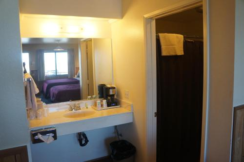 2 Queen Beds with AC, Microwave, and Fridge