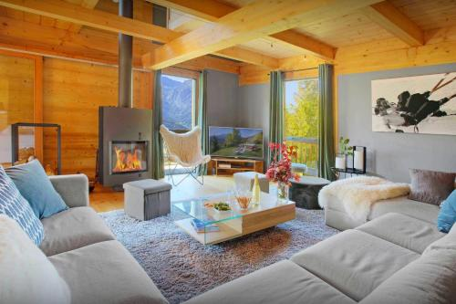 Alpine luxury chalet for 11 in Manigod terrace hot tub games room and beautiful mountain views - Chalet - Manigod